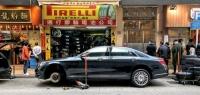Гонконгский автобизнес: местные мастера ремонтируют машины прямо на городских улицах