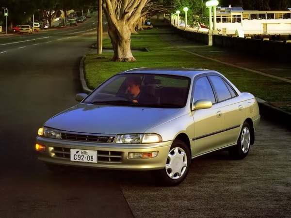 Toyota Carina фото
