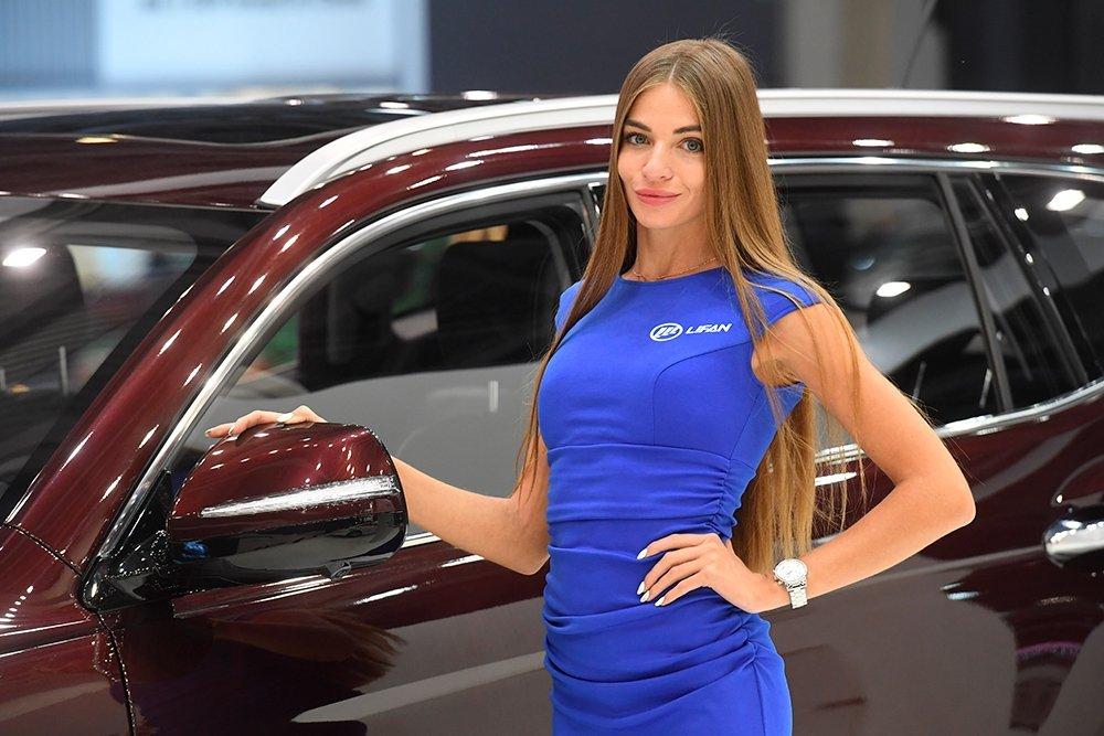 Вакансии для девушек в автосалонах москвы nissan автосалон в москве с пробегом