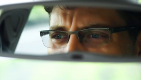 Как незрячему водителю выдали права?
